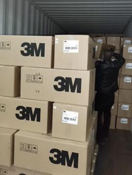 日本にコンテナーで到着した3M社マスク